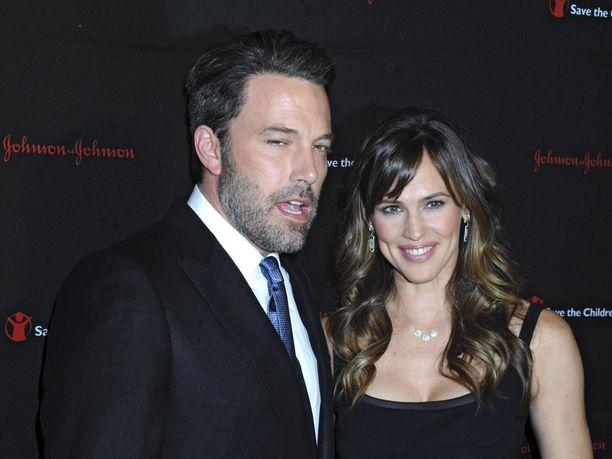 Ben Affleck ja Jennifer Garner edustivat yhdessä vuonna 2014. Seuraavana vuonna julkkispari ilmoitti hakevansa toisistaan avioeroa.
