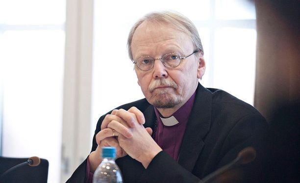 Arkkipiispa Kari Mäkisen johtaman kirkon tulisi korostaa, että jokaisen on tiedostettava tekojensa seuraukset. Nurmeslainen nainen surmasi itsensä ja lapsensa ajamalla päin linja-autoa perhekiistan jälkeen.