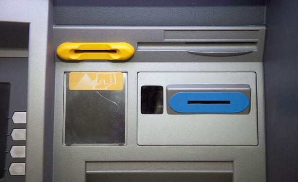 S-ryhmän tiloissa olevat Otto-automaatit vaihtuvat Nosto-automaateiksi.