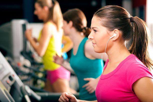 Pelkkä voimaharjoittelu ei kehitä peruskestävyyttä. Siksi harjoittelun täytyy sisältää myös aerobista liikuntaa.