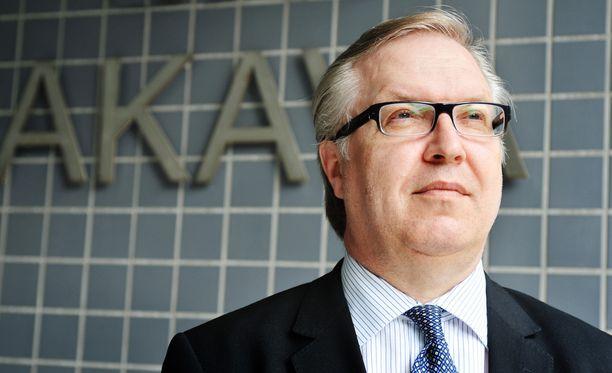 Akavan puheenjohtaja Sture Fjäder ehdotti helmikuussa, että työmarkkinakeskusjärjestö ei enää tekisi työehtosopimuksia omien työntekijöidensä kanssa.