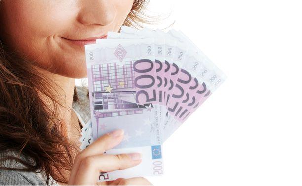 Mediaaniansio on 3 220 euroa kuukaudessa yksityisellä sektorilla.