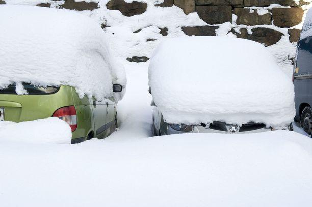 Kuljettajan mukaan auton ikkunassa ollut lumi esti häntä näkemästä jalankulkijaa. Kuvituskuva.