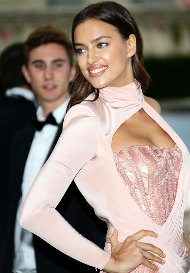 Irina Shayk on tunnettu malli, joka ei häviä näyttävyydessään miehelleen, Portugalin ja Real Madridin Cristiano Ronaldolle.