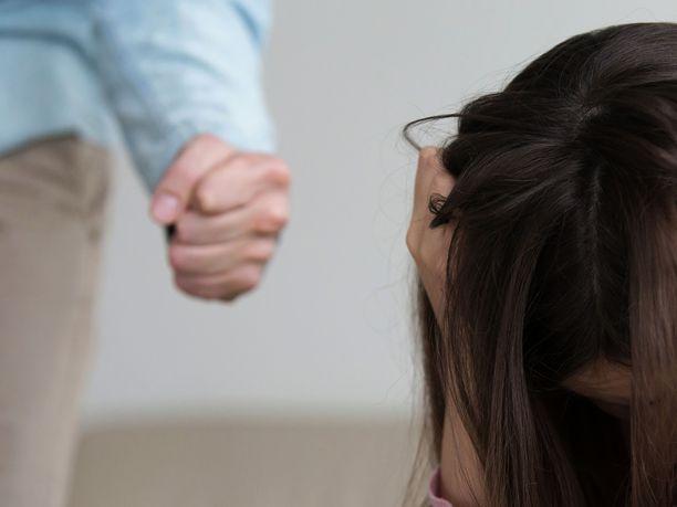 Väkivaltainen mies oli naisen mukaan pahoinpidellyt myös heidän yhteistä lastaan.