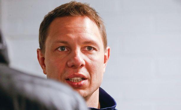 Jussi Tapola hakee ketjuihinsa oikeita koostumuksia.