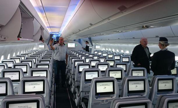 Finnairin Airbus A350 -koneeseen tuli tekninen vika, minkä vuoksi lähes 600 matkustajaa reititetään uudelleen.