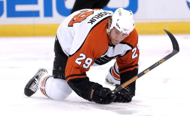 Todd Fedoruk pelasi NHL:ssä vuodet 2000-10.