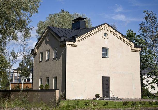 Väitetään, että vanhan viljamakasiinin olisi piirtänyt Helsingin empire-keskustan luoja Carl Ludvig Engel.