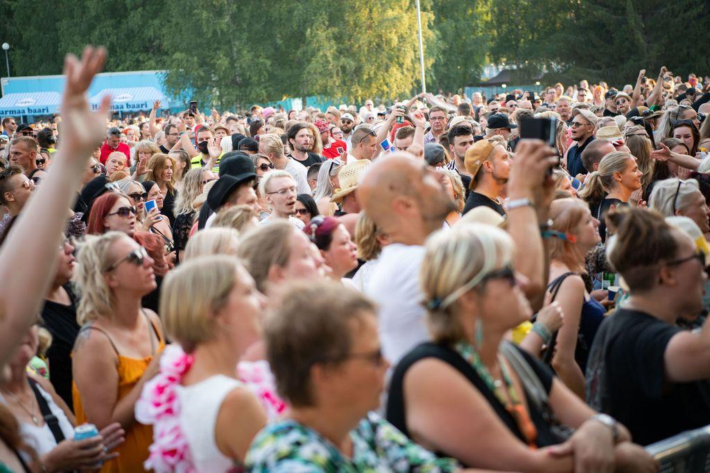 Tuoko festarien superviikonloppu Suomeen massiivisen koronapommin? Näin arvioivat asiantuntijat