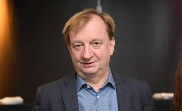 Kansanedustaja Harry Harkimo arvostelee puoluettaan kokoomusta Savon Sanomien blogissaan.