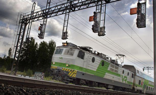 Ratatyöt sotkevat junaliikennettä juhannuksena ympäri maan ainakin sunnuntaihin saakka.