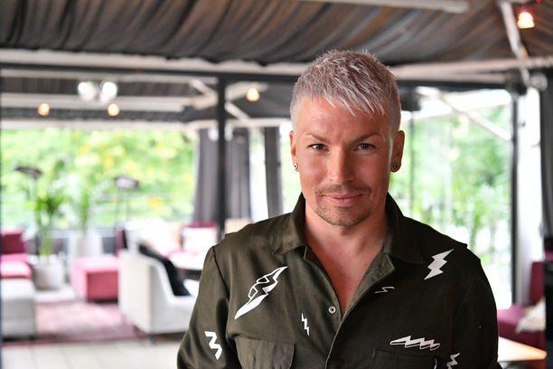 Lappilaislaulaja Antti Tuisku on kova hiihtofani.
