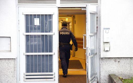 Kahdelle vartijalle ja poliisille syytteet Lahdessa – pahoinpitelivät kiinniotetun törkeällä tavalla