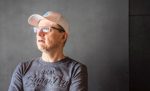 """Jarkko Hentula kertoo, että elokuvassa nähdään jääkiekkoa prosenteilla """"fifty-sixty""""."""