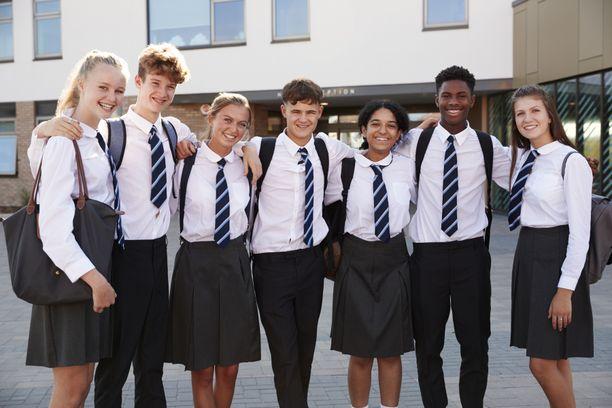 Koulupukujen määräykset ovat olleet nais- ja miespuolisille opiskelijoille erilaiset. Kuvituskuva.