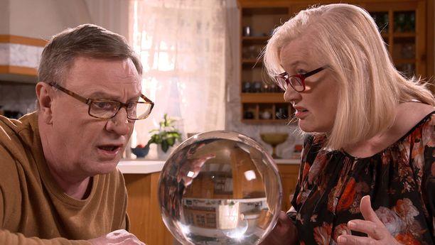 Ullan kristallipallo näyttää toisen todellisuuden.