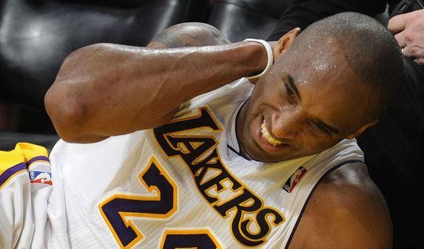 Kobe Bryant koki kovia New Orleansia vastaan.