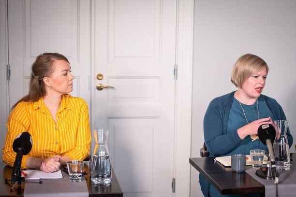 Katri Kulmuni ja Annika Saarikko kamppailevat Keskustan puheenjohtajuudesta.