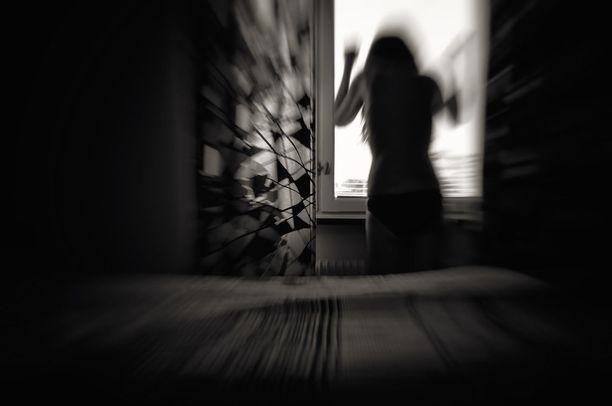 Naisen kohtu vaurioitui pahoinpitelyn seurauksena.
