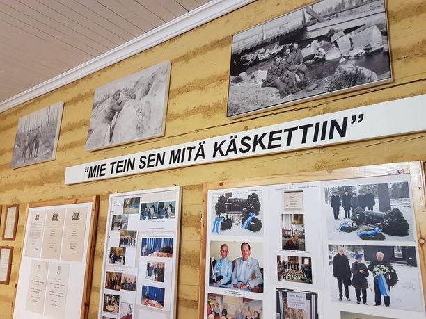 Maailman paras tarkka-ampuja Simo Häyhä kuoli 96 vuoden ikäisenä vuonna 2002. Tuore näyttely esittelee sotilaan saavutuksia ja sotamuistoja.