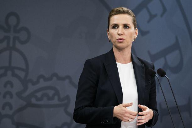 Tanskan pääministeri Mette Frederiksen kaipaa nyt kansalaisilta apua koronakriisin hoidossa.