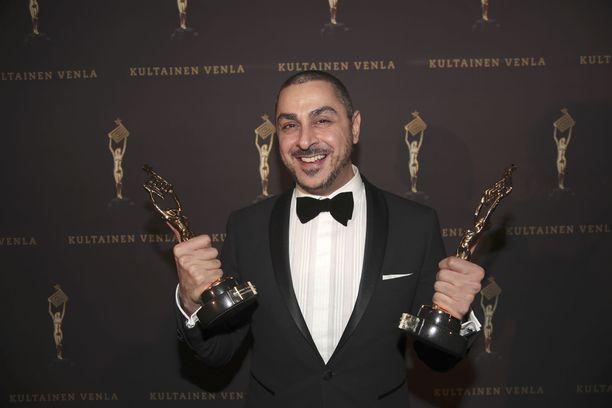 Arman Alizad esittelee Kultainen Venla -pystejä vuonna 2017.