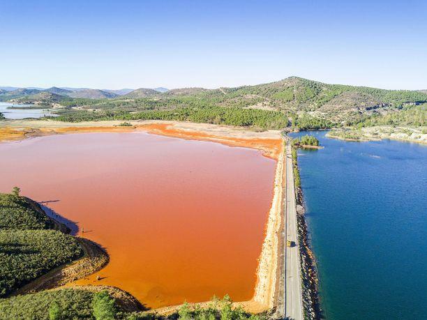 Rio Tinton kaivosalueelta löytyy oranssi järvi.
