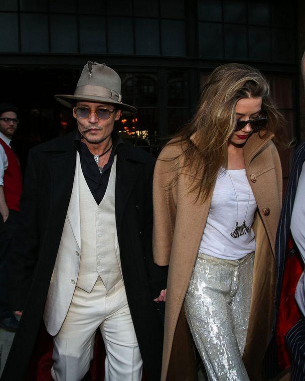 Johnny Depp ja Amber Heard tutustuivat Rommipäiväkirja-elokuvan kuvauksissa muutama vuosi sitten.