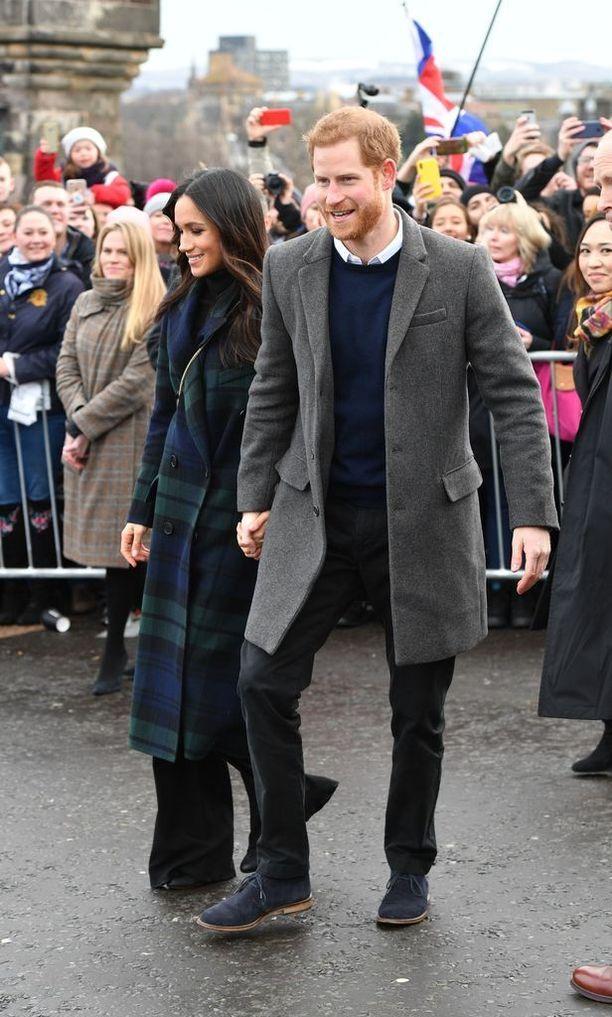 Meghan Markle oli pukeutunut Burberryn takkiin.
