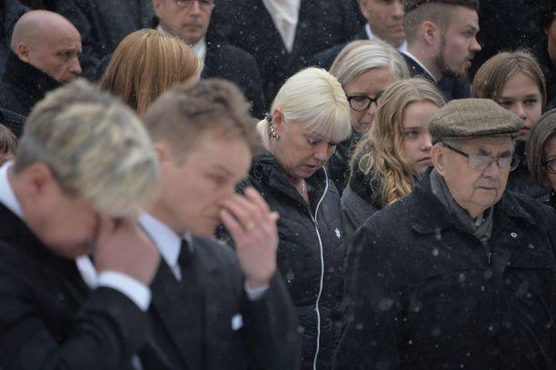 Mäkikotka Matti Nykänen siunattiin viimeiselle matkalle Jyväskylässä.