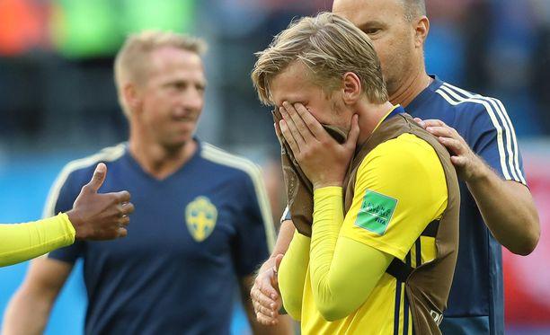 Maalin tehtaillut Emil Forsberg liikuttui kyyneliin Sveitsi-voiton jälkeen.