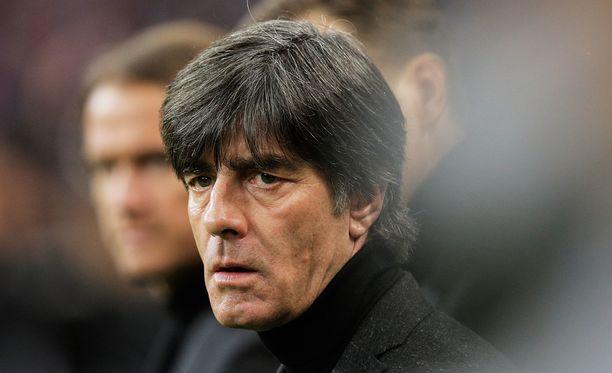Myös Saksan päävalmentaja Joachim Löwe järkyttyi Pariisin iskuista.