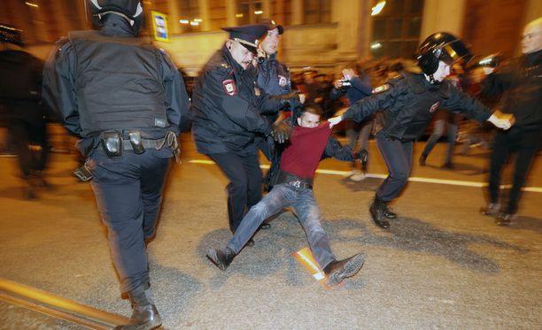 Mielenosoittajia otettiin kiinni muun muassa Pietarissa lauantaina.