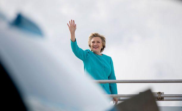 Hillary Clinton sanoo teleoperaattori AT&T:n ja mediajätti Time Warnerin fuusion herättävän kysymyksiä.