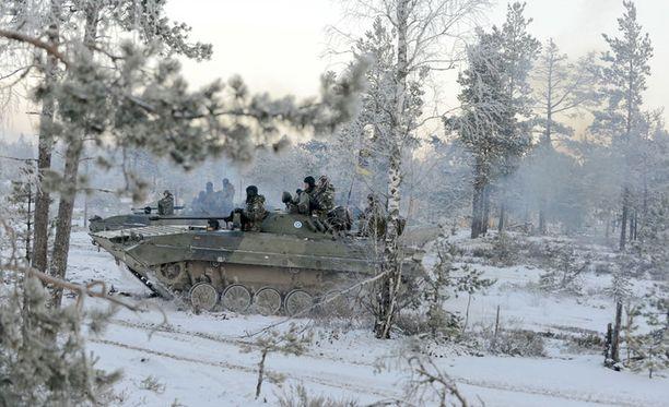 Tykistöprikaati harjoitteli Niinisalossa talvella 2012.