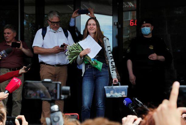 Svetlana Prokopyeva poistui oikeudesta Pskovissa maanantaina.
