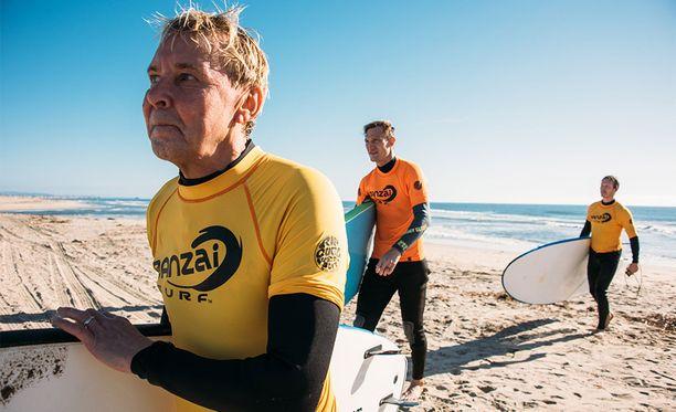 Matti Nykänen, Sami Hyypiä ja Toni Kohonen ottavat tuntumaa Kalifornian aaltoihin Supertähdet-sarjan neljännessä jaksossa.