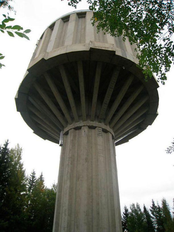 Tältä torni näytti ennen sen romahtamista.