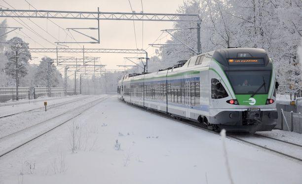 Häiriö haittaa lähijunaliikennettä pääradalla. Kuvituskuva.