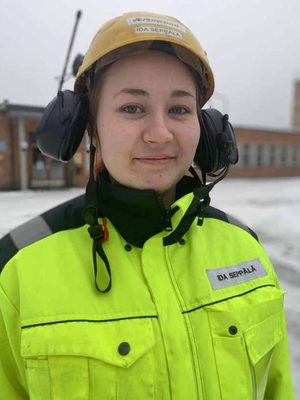 Versowoodin työntekijä Ida Seppälä on sitä mieltä, että lakkojen pitäisi koskea vain niitä yrityksiä, joissa ollaan työnantajaan tyytymättömiä.