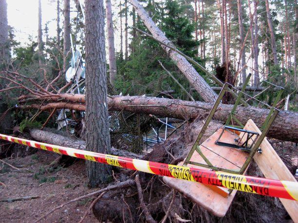 Näin pahaa jälkeä myrsky aiheutti Salossa kesällä 2014.