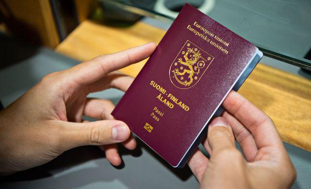 Poliisi myöntää vuosittain noin 750 000 passia. Kuvituskuva.