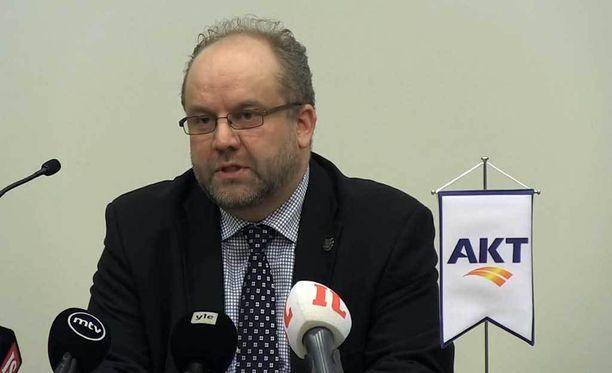 AKT:n puheenjohtaja Marko Piirainen kertoi perjantaina, ettei AKT lähde mukaan yhteiskuntasopimukseen.