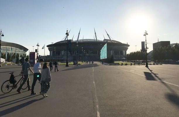 Krestovski-stadionille kävelee Ristisaaren toisesta päästä vähintään puoli tuntia.
