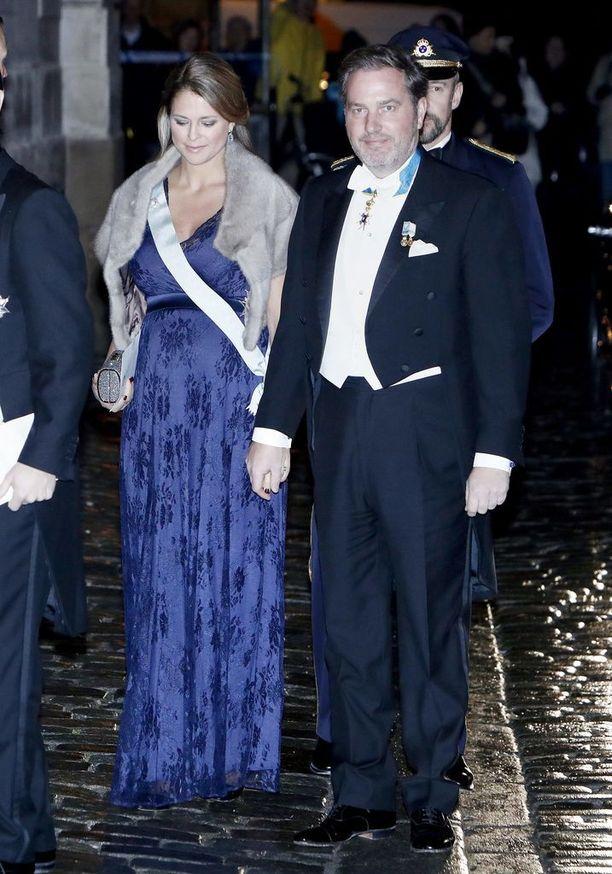 Prinsessa Madeleine, 35, on tunnettu tyylistään. Vuosien saatossa tyyli on muuttunut klassisemmaksi. Hartioilla oleva turkis on saanut kritiikkiä osakseen sosiaalisessa mediassa. Toistaiseksi ei tiedetä, onko kyseessä aito turkis vai kenties tekoturkis.