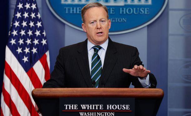 Valkoisen talon tiedotuspäällikkö Sean Spicer on rauhoitellut Trumpin ja Meksikon välisistä kiistoista syntynyttä kohua.