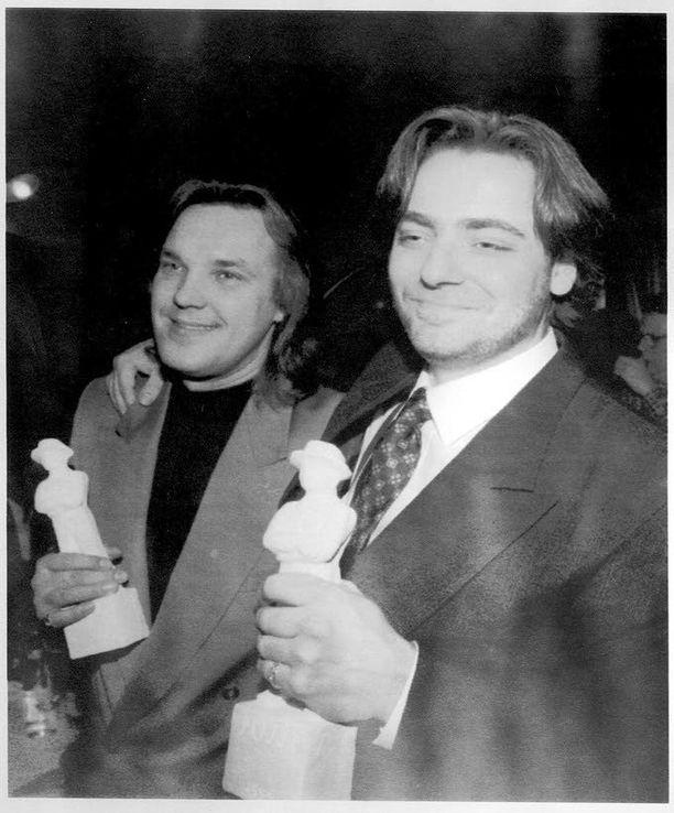 Mäkelä ja Juha Veijonen tekivät ensimmäisen elokuvansa (Esa ja Vesa – auringonlaskun ratsastajat) yhdessä jo 20 vuotta sitten. Kuvassa juuri Jussi-palkittu kaksikko.