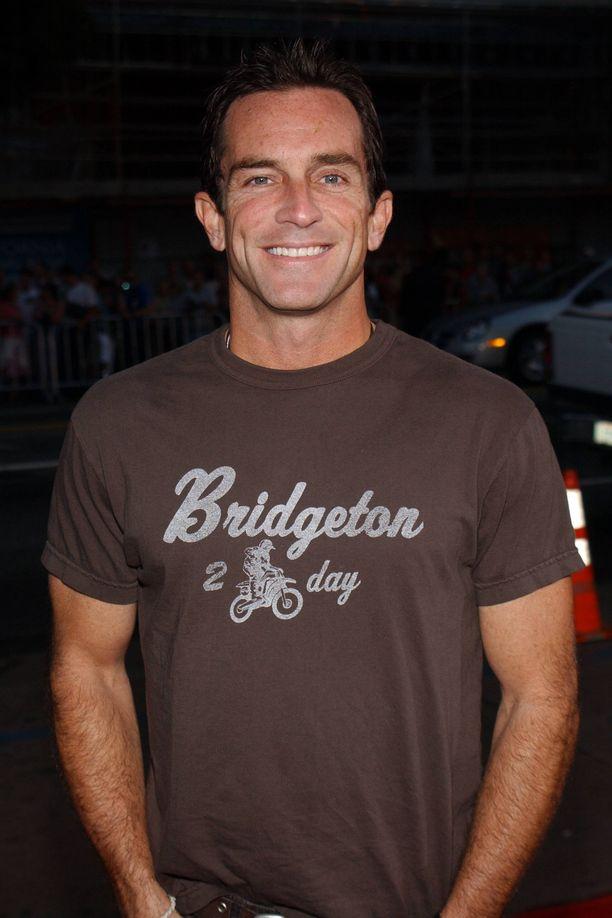 Selviytyjät-sarjan amerikkalaisversion juontaja Jeff Probst ilmoitti yllättäen, että yksi kauden kilpailijoista on poistettu sarjasta.