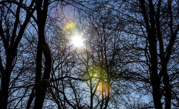 Torstaina aurinko voi pilkahdella, kertoo Ilmatieteen laitos.